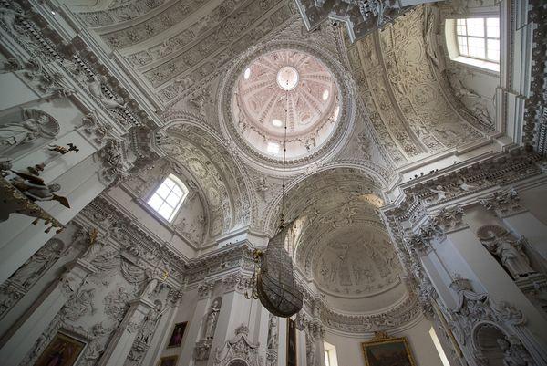 Костел Святых Петра и Павла в Вильнюсе – лепная «жемчужина» в стиле барокко
