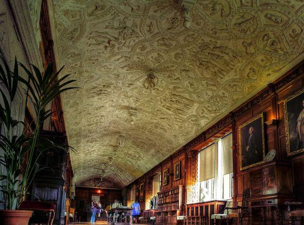 Шедевры гипсового искусства: замок с приведениями Ландрок
