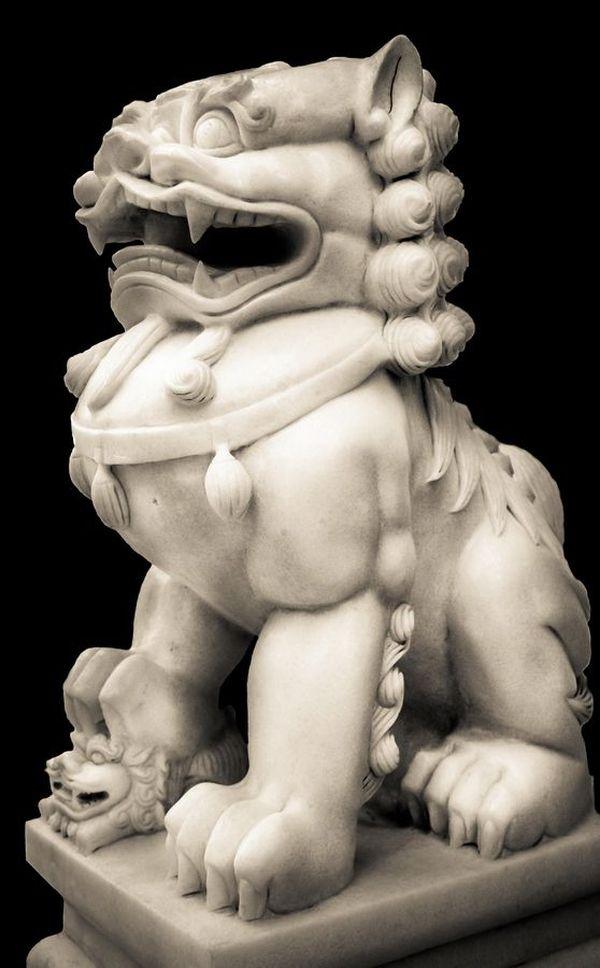Гипсовый лев – символ, прошедший через века