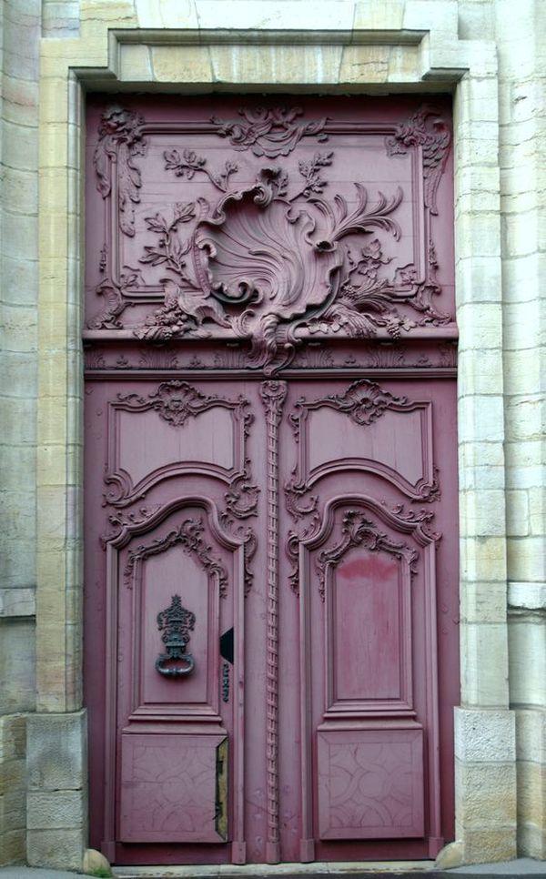 Гипсовая лепнина при декорировании дверей