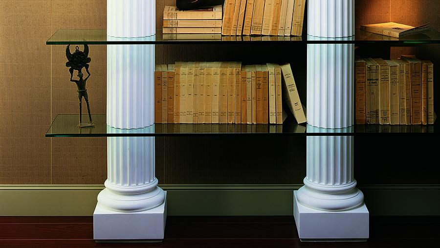 Полка из колонн