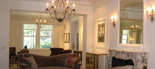 Гипсовый декор в оформлении квартиры-студии