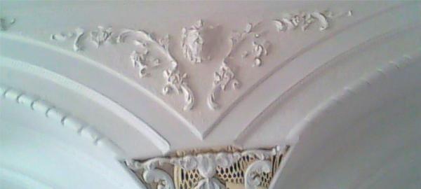 Сочетание лепнины с другими видами декорирования