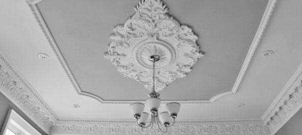 Гипсовая лепнина - отделка стен под старину
