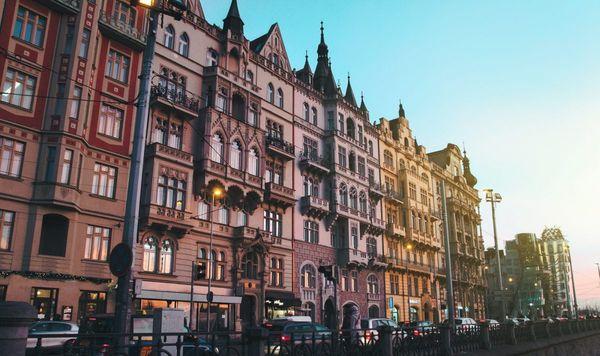 Что представлял собой город, построенный в готическом стиле — внешняя простота в сочетании с внутренним великолепием