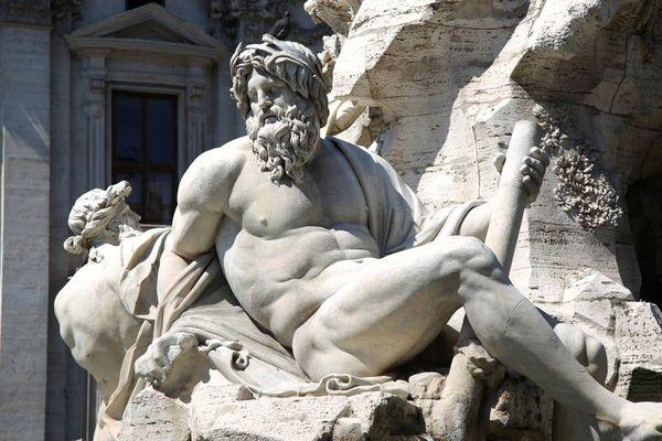 Древнегреческие боги в скульптуре