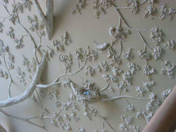 Цветочные барельефы из гипса – отдельное слово в искусстве интерьерной декорации