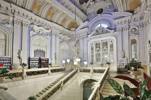 Роскошная лепнина Питерских особняков