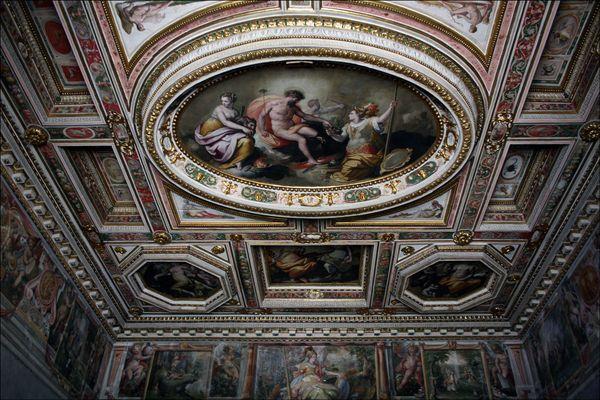 Великолепная художественная лепнина особняков семейства Медичи