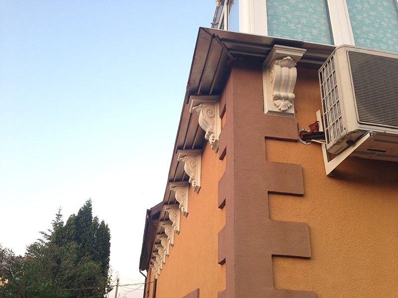 Гипсовая лепнина на фасадах