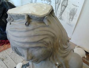 Гипсовые статуи в современном интерьере