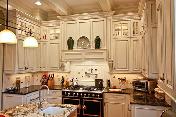 Лепной декор в интерьере кухни